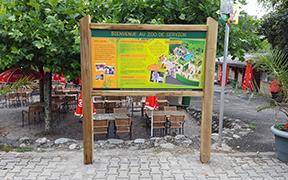 Parcours pédagogique du zoo de Servion : Tables de lecture, Panneaux d'accueil et d'information, Panneaux didactiques et ludiques : volets à soulever, plaques pivotantes